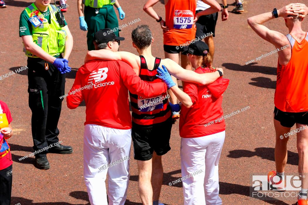 Imagen: Around 40,000 runners take part in the 38th London Marathon. The elites runners followed by thousands of club athletes, fun runners, charity fundraisers.