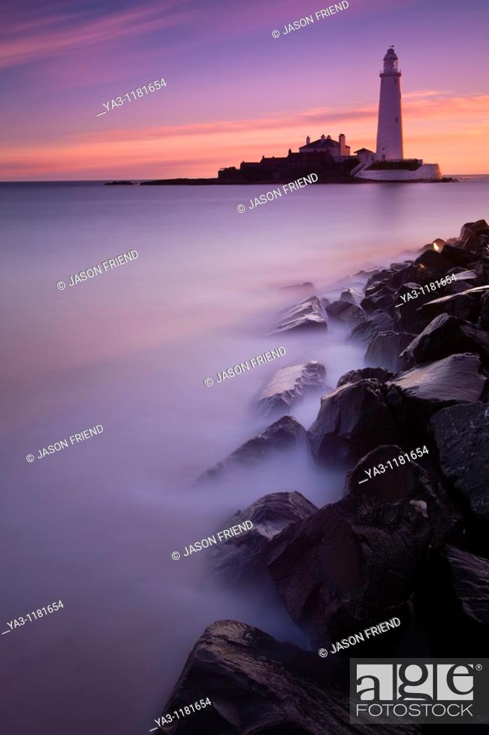 Stock Photo: England, Tyne and Wear, St Mary's Island  Pre-dawn pink skies above St Mary's Island and lighthouse, a popular location near Whitley Bay.