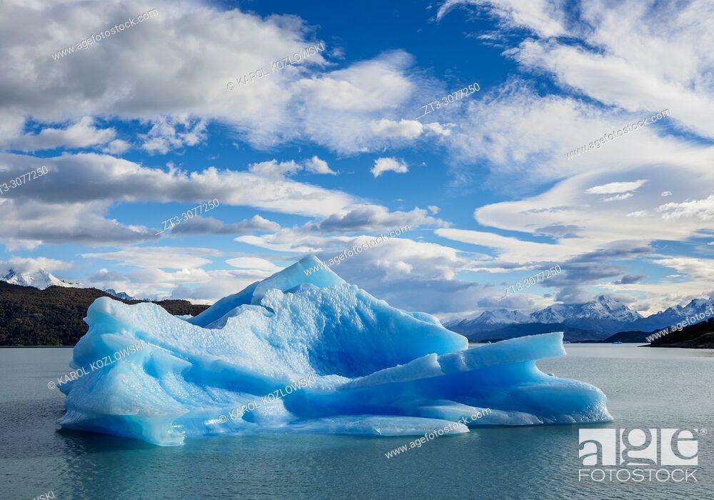 Stock Photo: Iceberg on Lake Argentino, Los Glaciares National Park, Santa Cruz Province, Patagonia, Argentina.
