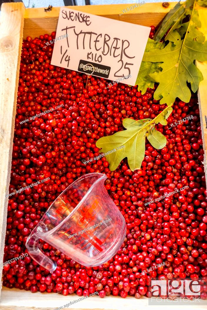 Imagen: Copenhagen, Denmark, Detail, Red Berries on Sale in Torvfhallerne Food Market.