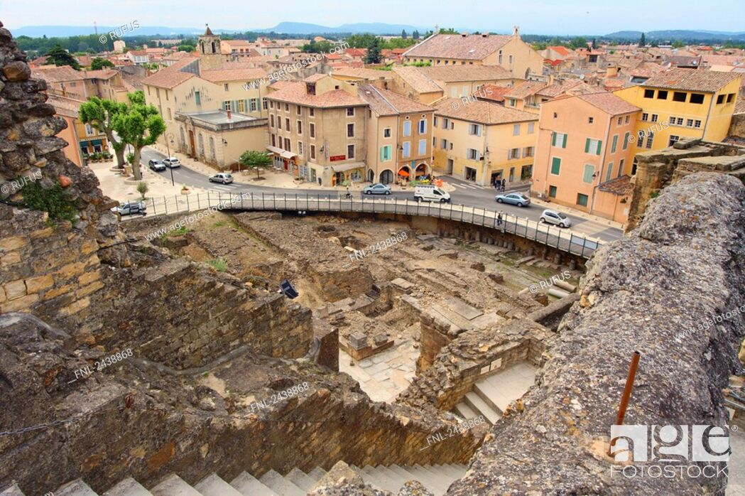 Imagen: Aerial view of roman theatre ruins, France.