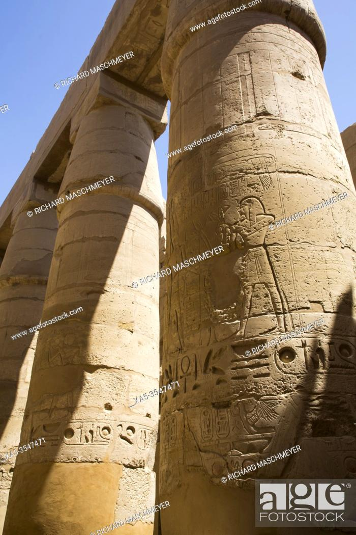 Imagen: Columns, Great Hypostyle Hall, Karnak Temple Complex, UNESCO World Heritage Site, Luxor, Egypt.