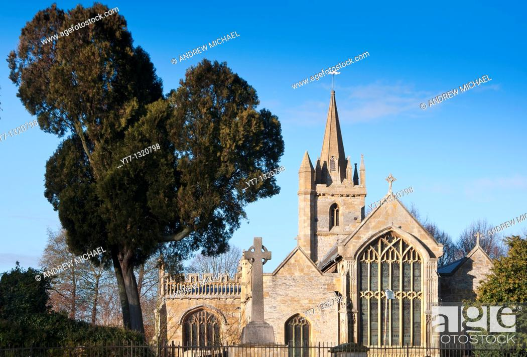 Stock Photo: THE CHURCH OF ST LAWRENCE S ON THE SITE OF EVESHAM ABBEY GLOUCESTERSHIRE UK.