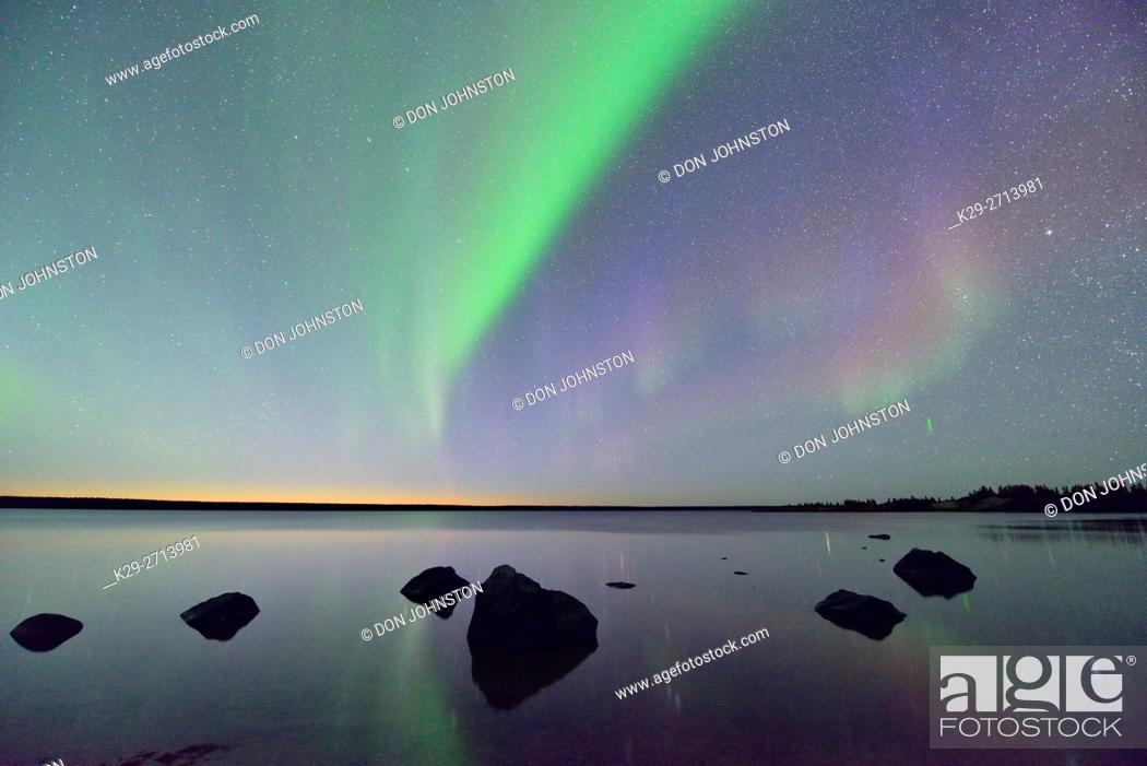 Stock Photo: Aurora borealis (Northern lights) over Ennadai Lake, Arctic Haven Lodge, Ennadai Lake, Nunavut, Canada.