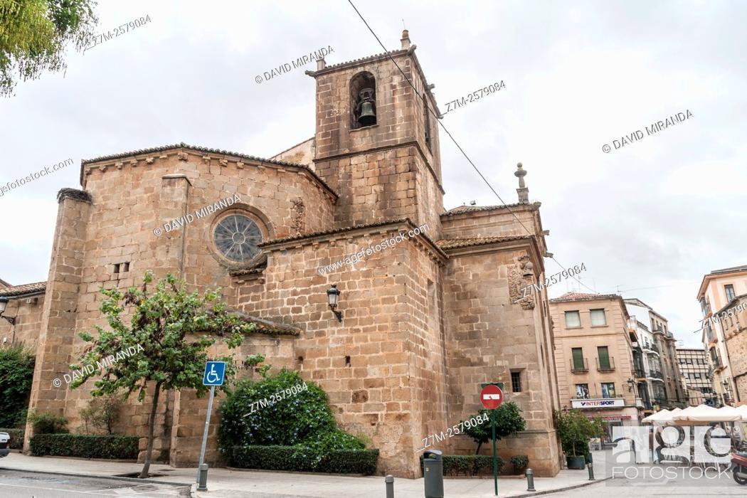 Imagen: Iglesia de San Juan. Ciudad de Cáceres. Extremadura. España. Patrimonio de la Humanidad. Conjunto histórico artístico.