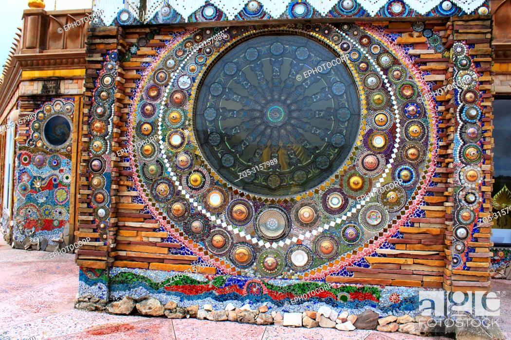 Imagen: beautiful mosaic mandalas on the walls of the main building at wat Prathat, Pha Sorn Kaew, in Khao Kor, Phetchabun, Thailand.