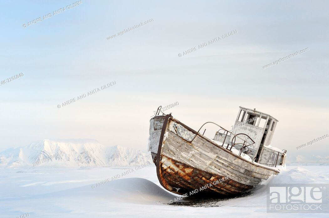 Imagen: Icebound Ship stranded in the ice at Spitsbergen (Svalbard).