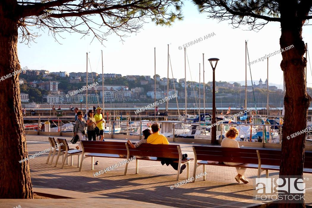 Stock Photo: Spain, Basque Country, Guipuzcoa province (Guipuzkoa), San Sebastian (Donostia), European capital of culture 2016, Old Harbour.