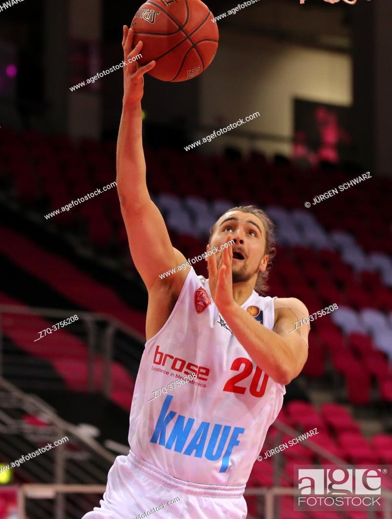 Imagen: Bonn, Germany, 09. 01. 2021, Telekom Dome, Basketball Bundesliga, Telekom Baskets Bonn vs s. Oliver Wuerzburg: Julian Albus (Wuerzburg) controls the ball.