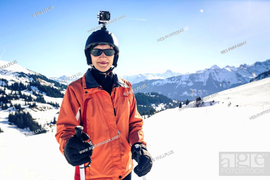 Photo de stock: Austria, Damuels, skier with action cam in winter landscape.