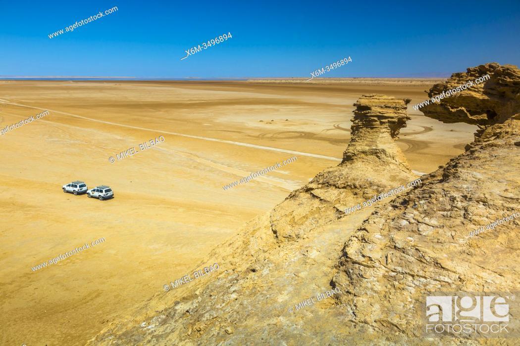 Stock Photo: Sahara desert close to Tozeur city. Tunisia, Africa.