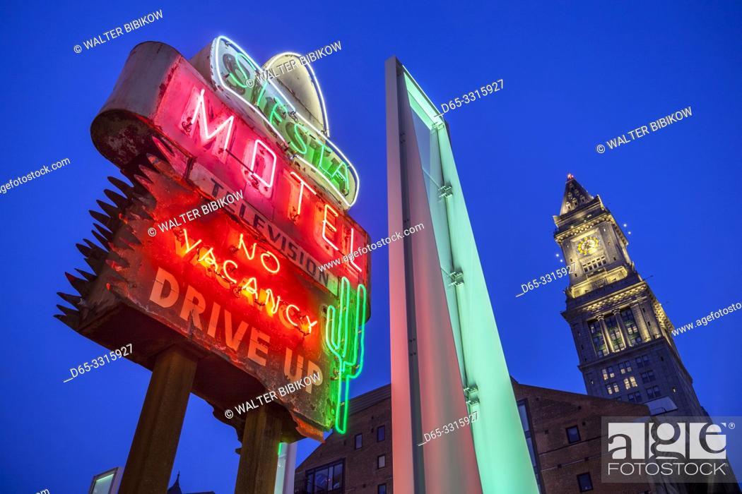 Photo de stock: USA, New England, Massachusetts, Boston, antique neon signs along The Greenway, dusk.