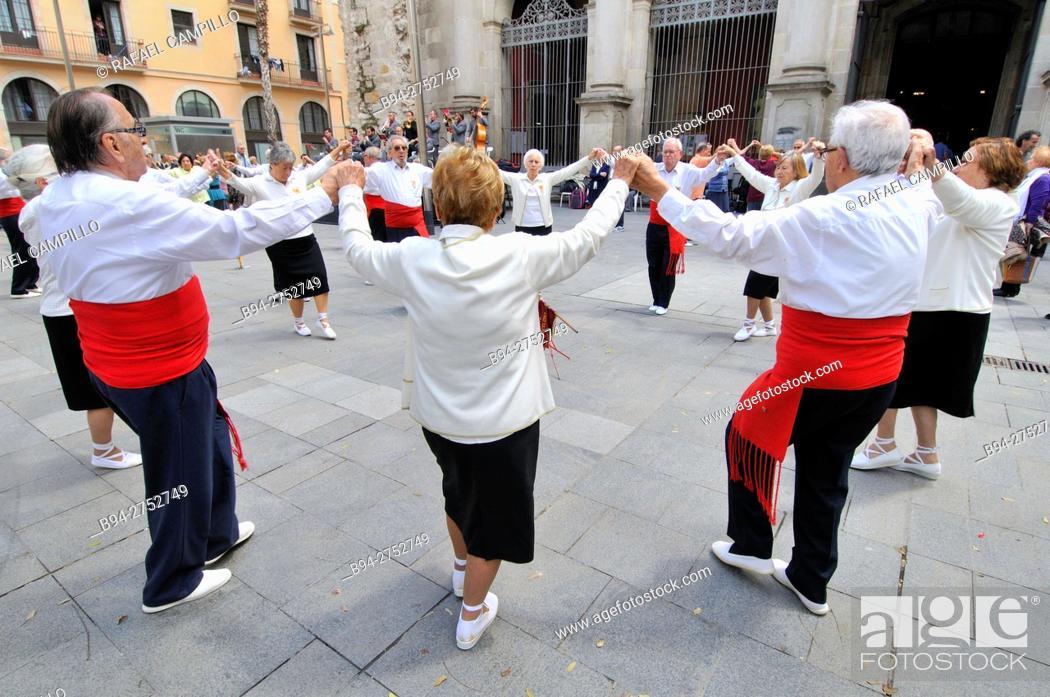 Stock Photo: Sardanas, typical catalonian dance. Sant Agustí square. Ciutat vella district. Barcelona. Catalonia. Spain.