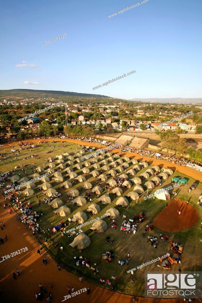 Imagen: IDP camp, Afhara Stadium, Nakuru, Kenya set up by Shelterbox and the Kenyan Red Cross following post-election tribal violence, Jan 2008.