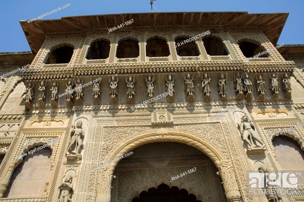 Stock Photo: Shiva Hindu temple and Ahilya Fort Complex on banks of the Narmada River, Maheshwar, Madhya Pradesh state, India, Asia.