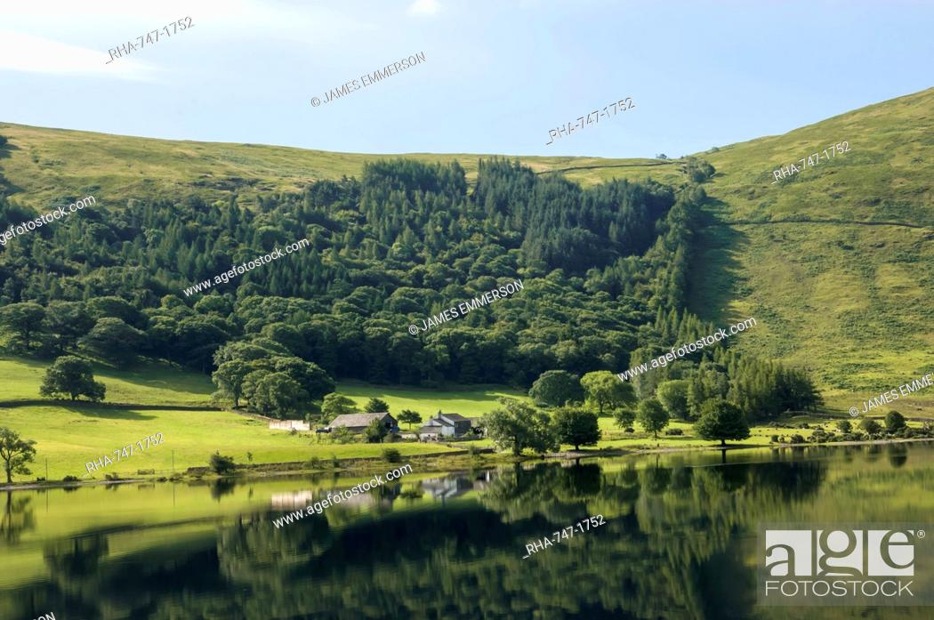 Imagen: Lakeland Farm by Wastwater, early morning, Wasdale, Lake District National Park, Cumbria, England, United Kingdom, Europe.