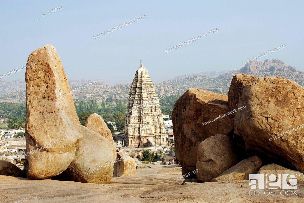 Imagen: Virupaksha temple in Hampi at Karnataka India Asia.