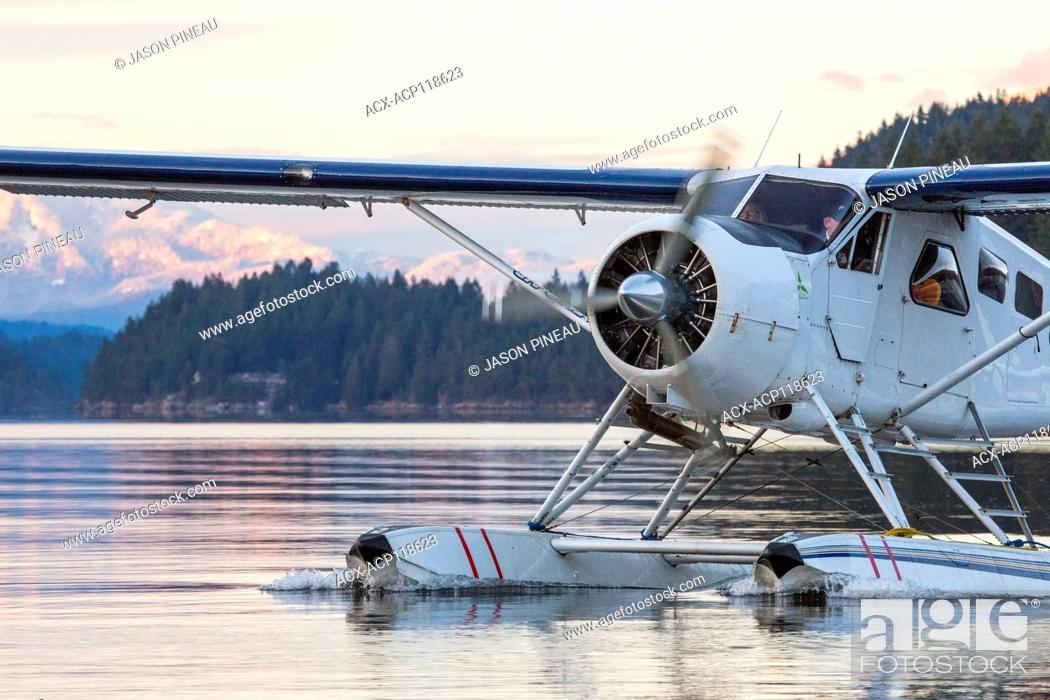 Imagen: A deHavilland DHC-2 Beaver taxis in to Sechelt, British Columbia, Canada.