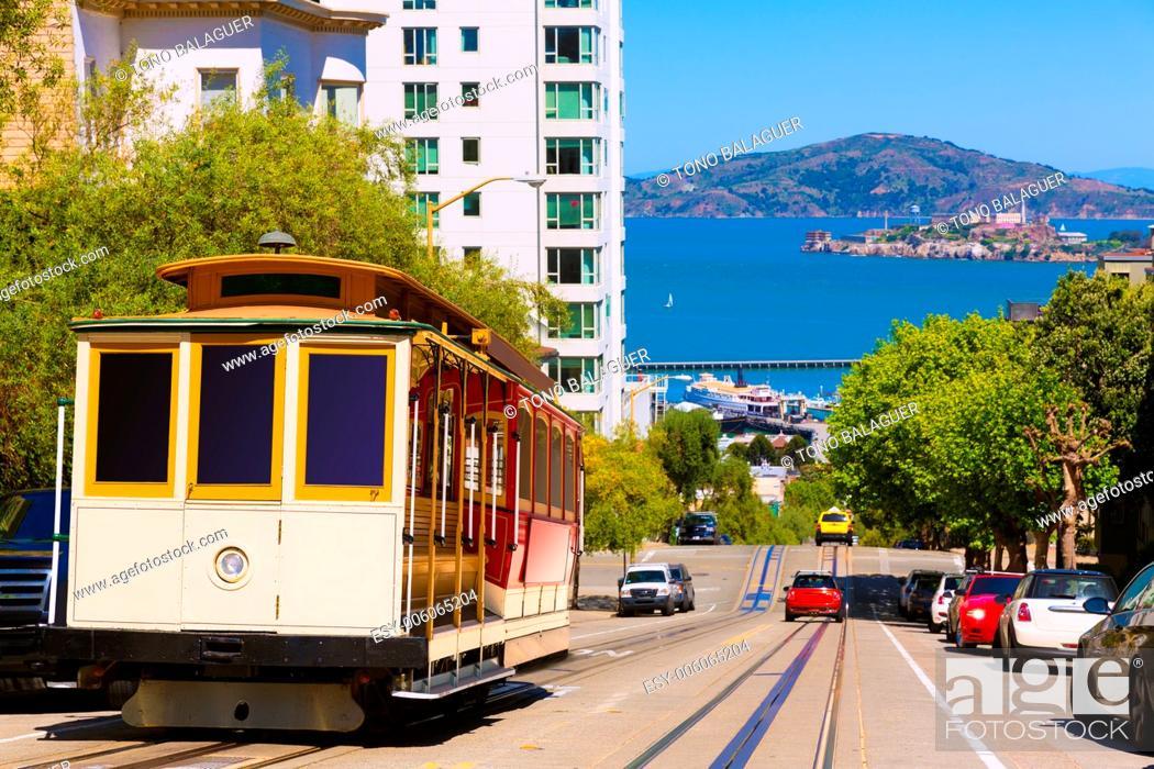 Photo de stock: San francisco Hyde Street Cable Car Tram of the Powell-Hyde in California USA.