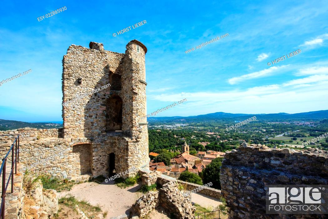 Stock Photo: Panoramic view from the castle in the foreground Grimaund the large fortified tower.