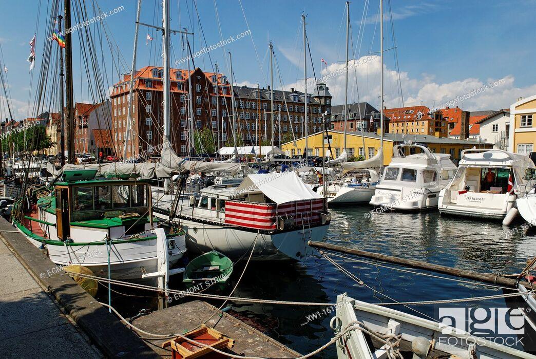 Imagen: boats in the Christianshavn Canal, Copenhagen, Danmark, Scandinavia, Europe.