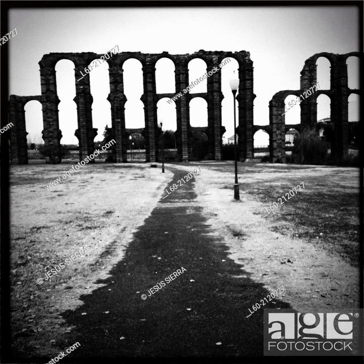 Imagen: Los Milagros Roman aqueduct, Mérida. Badajoz province, Extremadura, Spain.