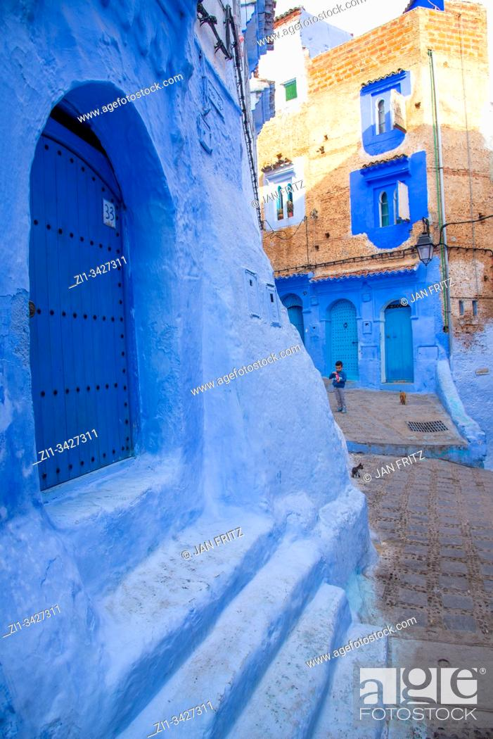 Photo de stock: small streets in blue village Chefchaouen in Maroc.