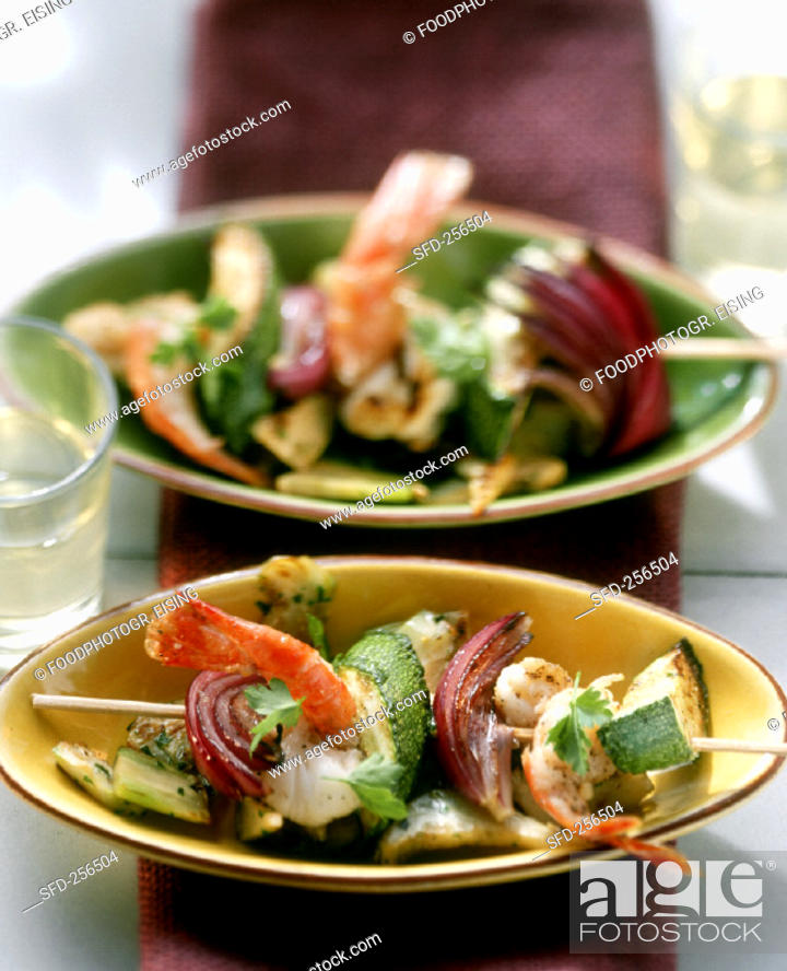 Stock Photo: Shrimp kebab with courgettes and onions on artichokes (2).