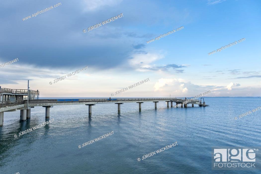 Imagen: Pier, Heiligenhafen, Baltic Sea, Schleswig-Holstein, Germany, Europe.