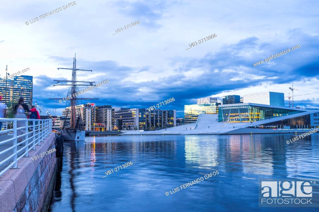 Imagen: Oslo Opera Hall and sailboat at dusk, Norway.