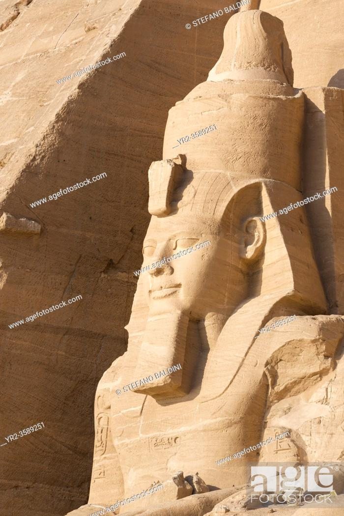 Imagen: Colossal statue at the great temple of Ramesses II, Abu Simbel, Egypt.