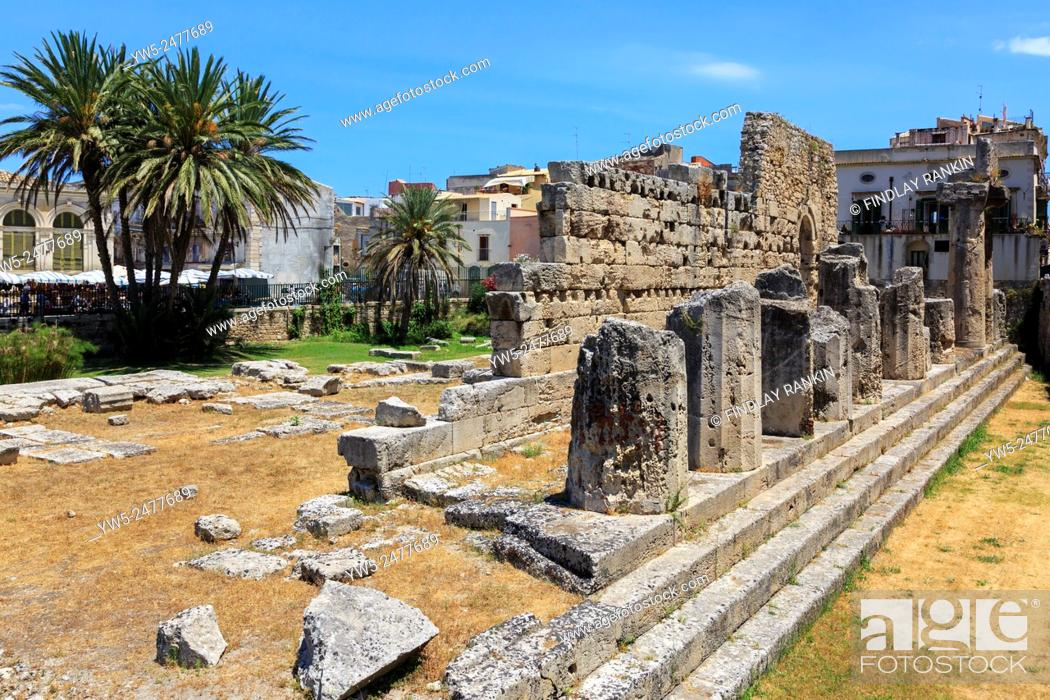 Stock Photo: Ruins of the Greek Temple of apollo on Ortyia Island Sycacuse, Sicily, Italy.