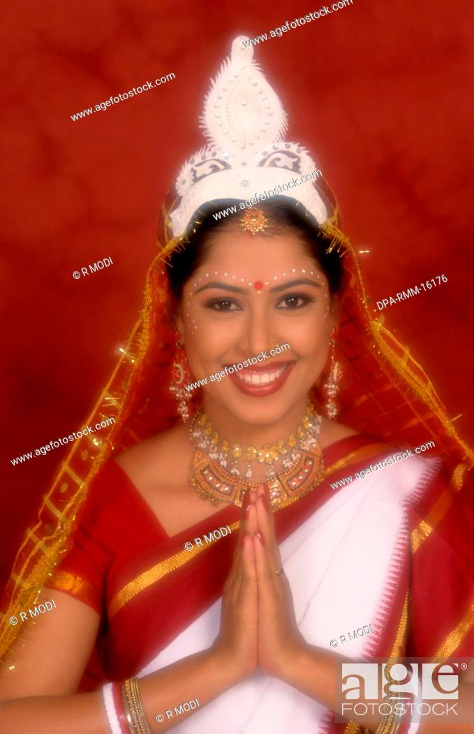 Model in traditional Bengali brides dress MR#284, Stock