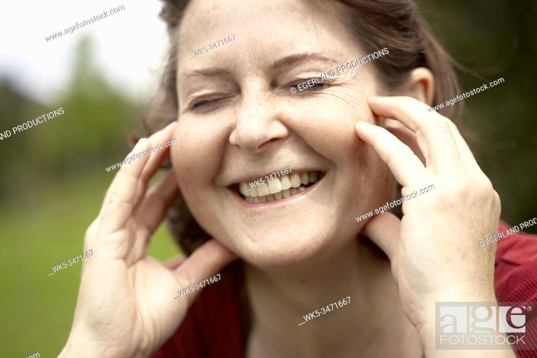 Imagen: Mature woman in countryside with eyes closed, close up. Bad Tölz, Upper bavaria, Germany.