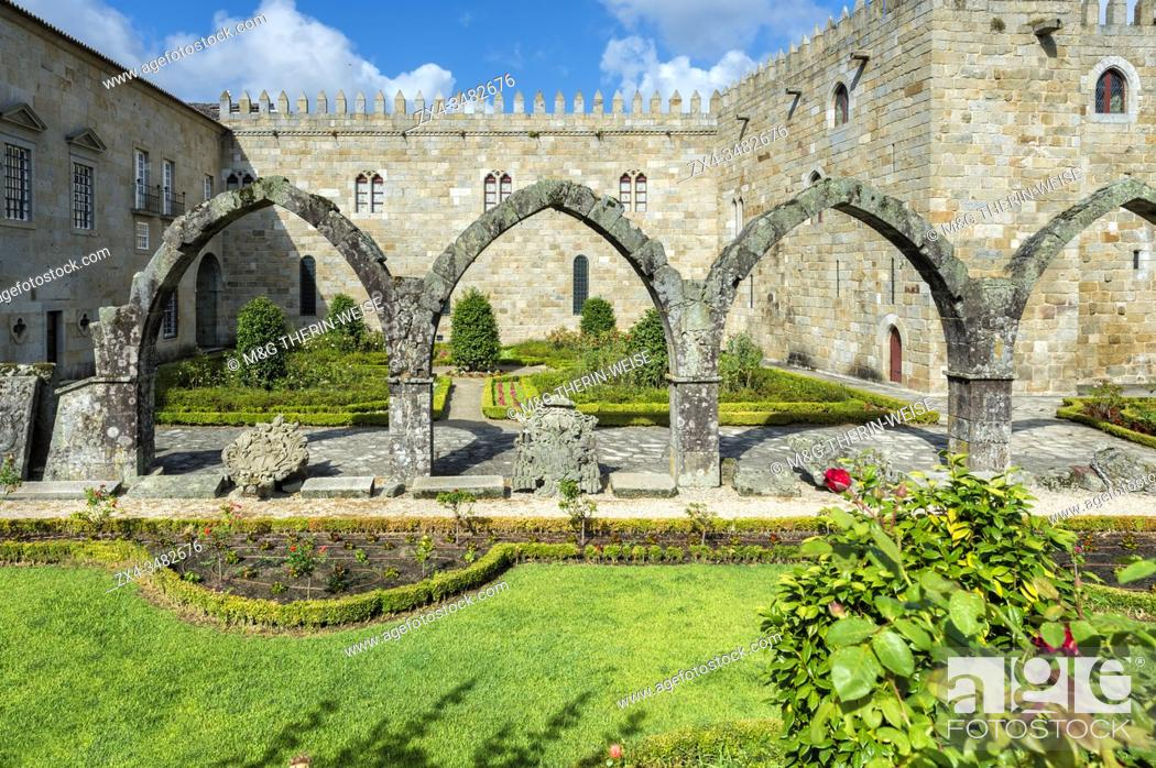 Stock Photo: Santa Barbara garden near the walls of the Old Palace of the Archbishops, Braga, Minho, Portugal.