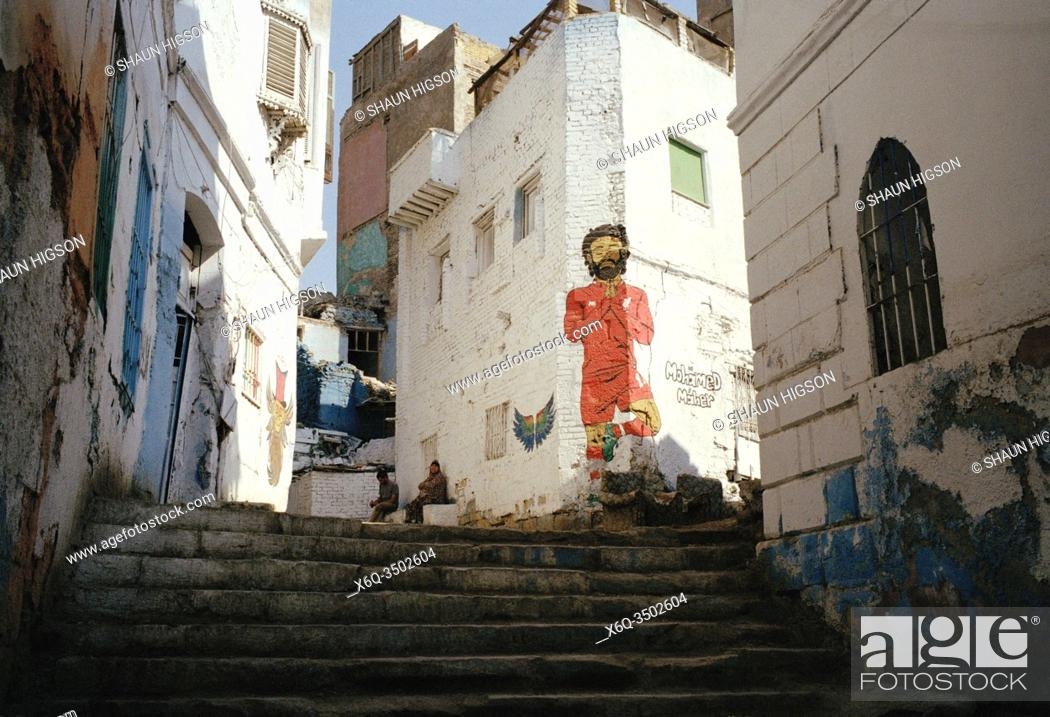 Imagen: Street art of Liverpool and Egypt footballer Mo Salah in Islamic Cairo in the city of Cairo in Egypt in North Africa.