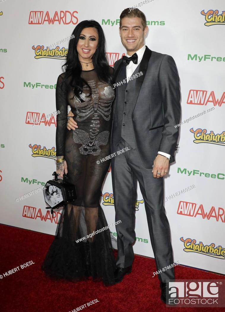 Foto De Stock Adult Film Actors Lily Lane And Xander Corvus Attend The Adult Video News Awards Avn Awards At Hard Rock Hotel Casino In Las Vegas