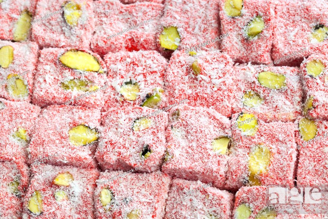Imagen: Famous turkish delights with strawberry on display at the grand bazaar, Istanbul, Turkey.