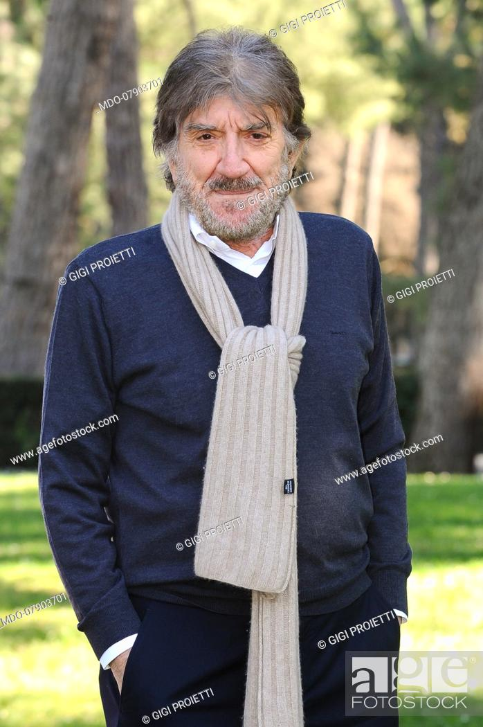 Italian Actor Gigi Proietti During The Photocall Of The Film Tutti Al Mare Stock Photo Picture And Rights Managed Image Pic Mdo 07903701 Agefotostock