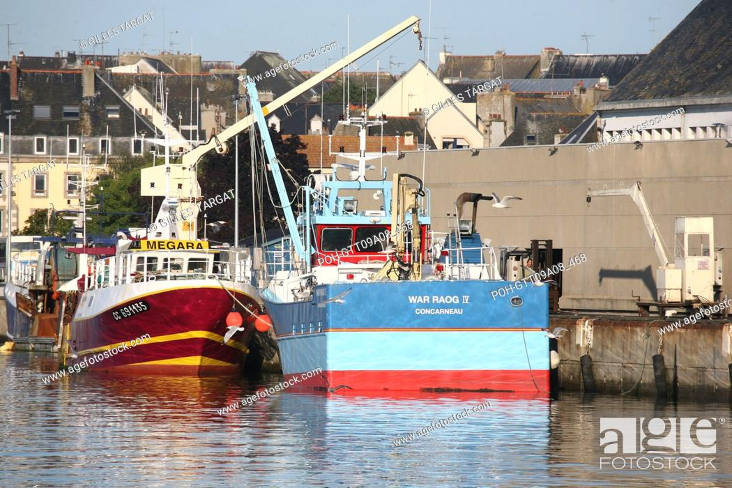 Stock Photo: tourism, France, brittany, south finistere, cornwall, concarneau, la ville close, vauban fortification, fishing harbour, trawler, boat, tourist speedboat.