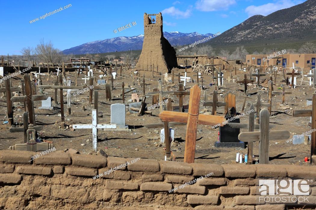 Photo de stock: The Taos Pueblo Cemetery with original San Geronimo Church in the background. Taos. New Mexico. USA.