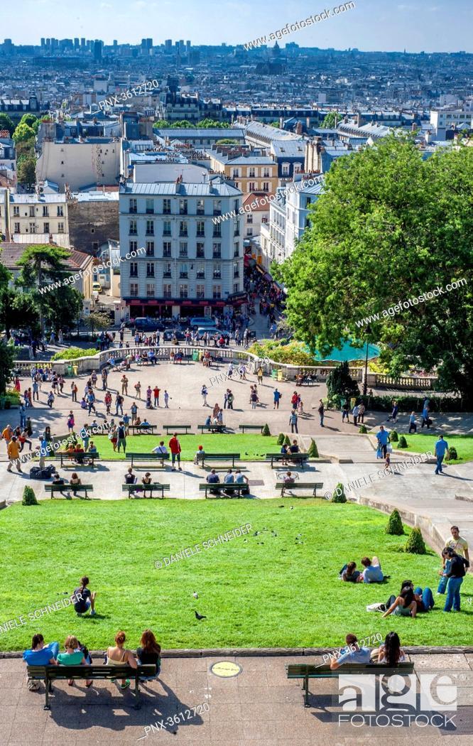 Stock Photo: France, Ile de France, Paris, 18th district, view of Paris from the Sacre Coeur forecourt, Montmartre.