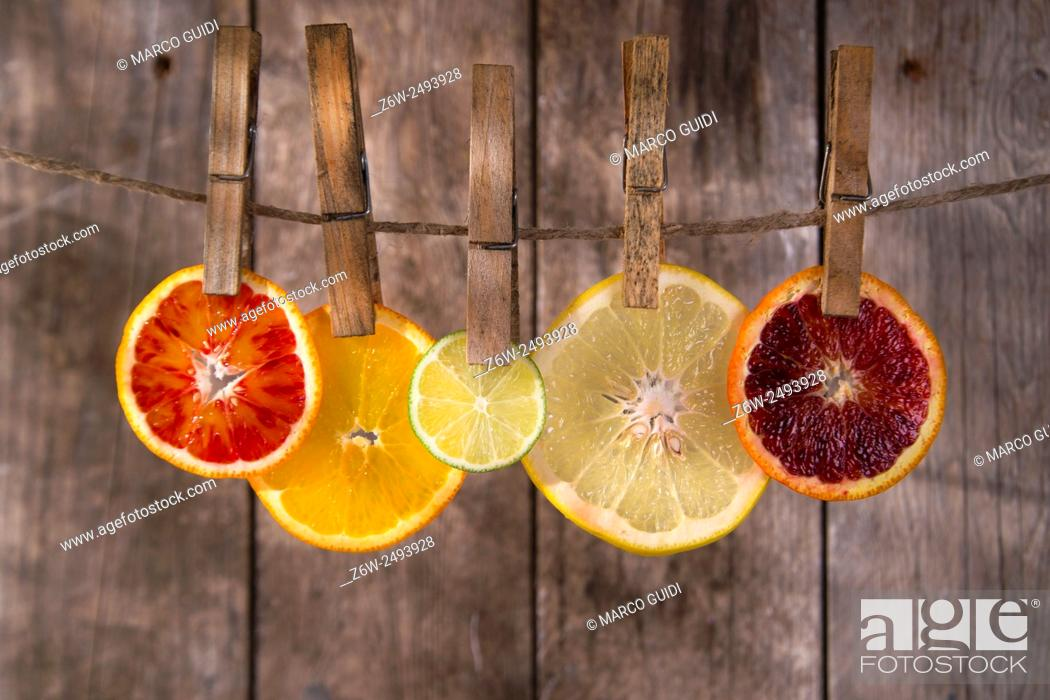 Stock Photo: Presentation of a series of slices of citrus fruit to highlight the various colors.