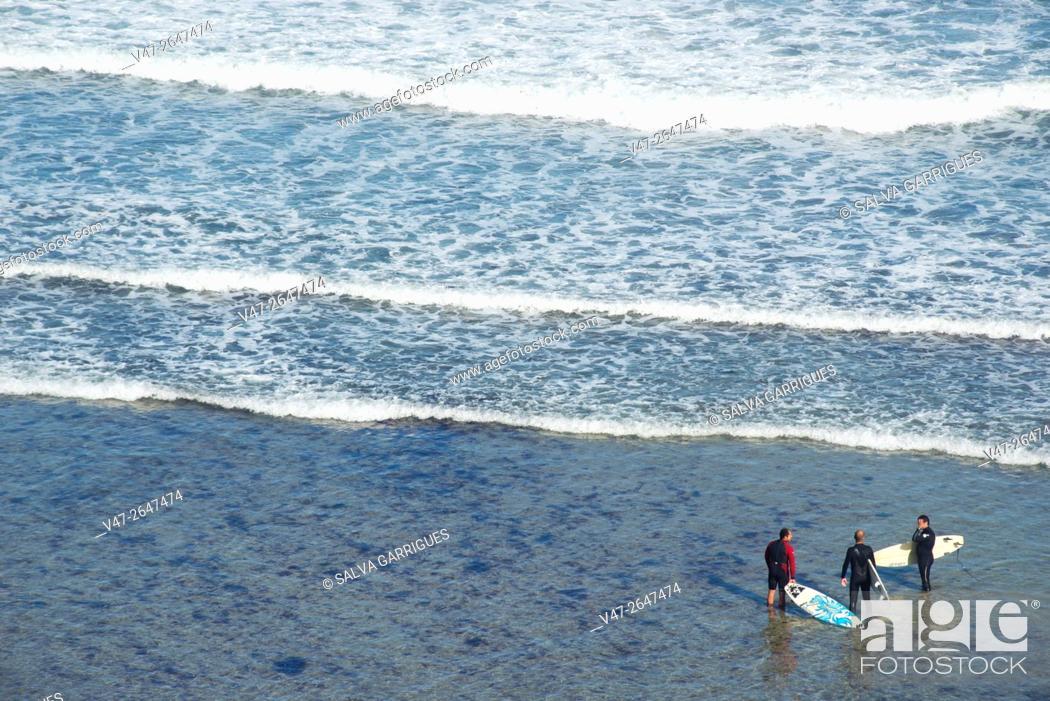 Stock Photo: Surfers on the beach Penarronda, Casariego Tapia, Asturias, Spain, Europe.