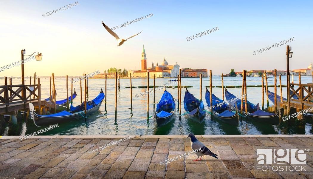 Imagen: Gondolas and San Giorgio Maggiore island in Venice, Italy.