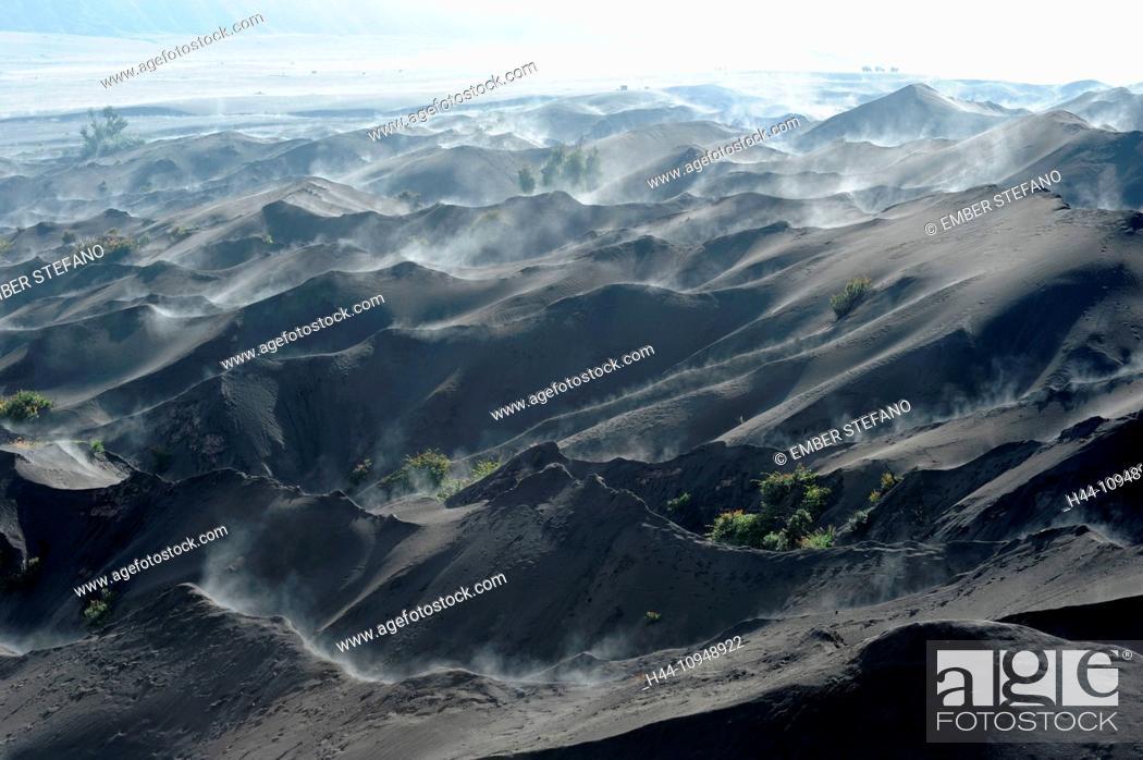 Imagen: Asia, Indonesia, Java, Bromo Tengger Semeru, Bromo, Tengger, Semeru, sand sea, desert, nature, national park, fog.