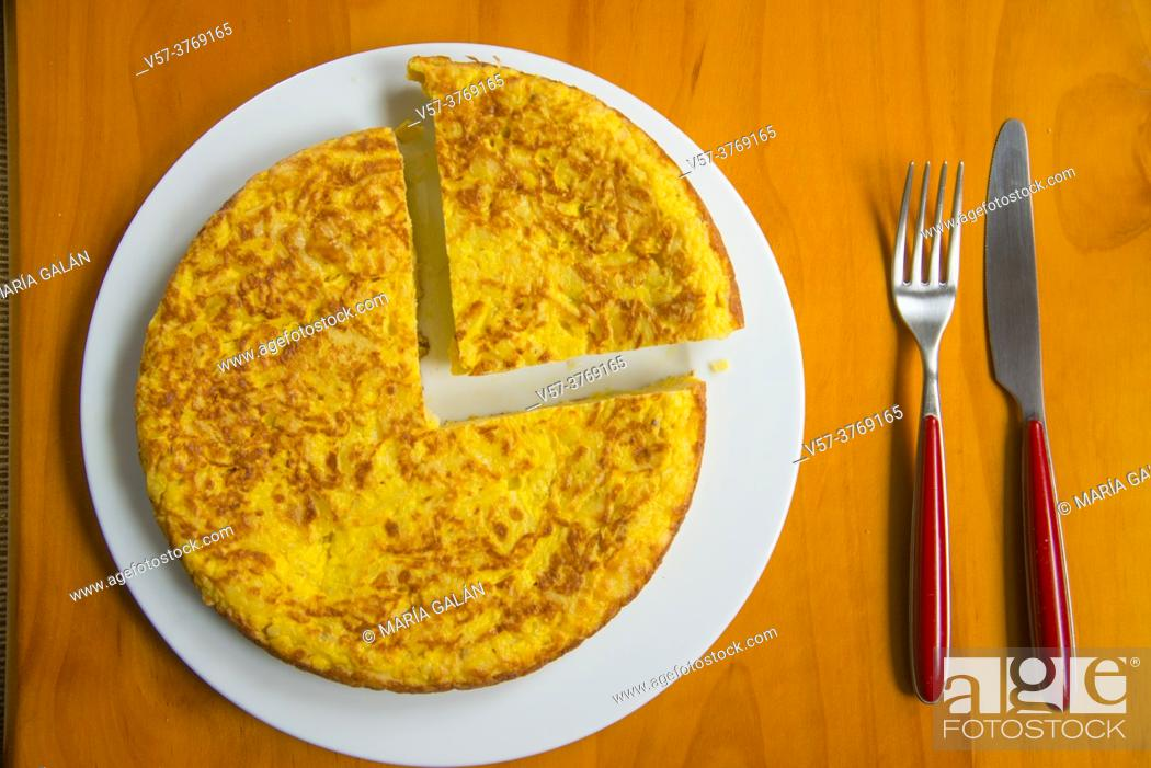 Imagen: Spanish omelet. View from above.