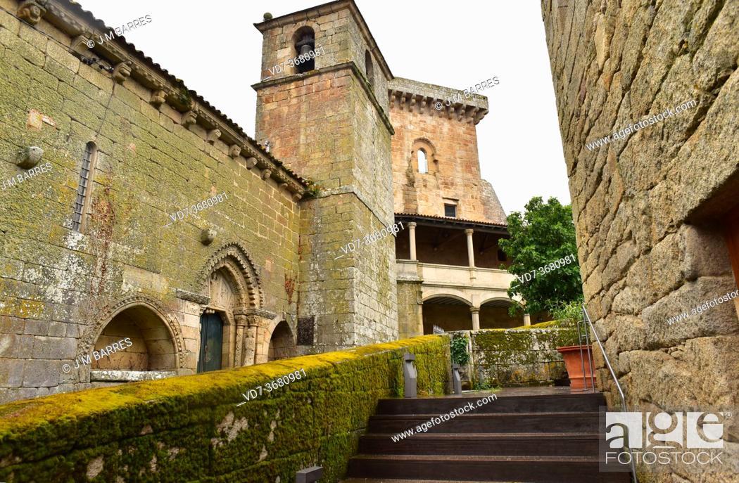 Imagen: Monterrey castle (Castelo de Monterrei), 10-12th centuries. At left Santa Maria de Gracia church (romanesque 13th century).