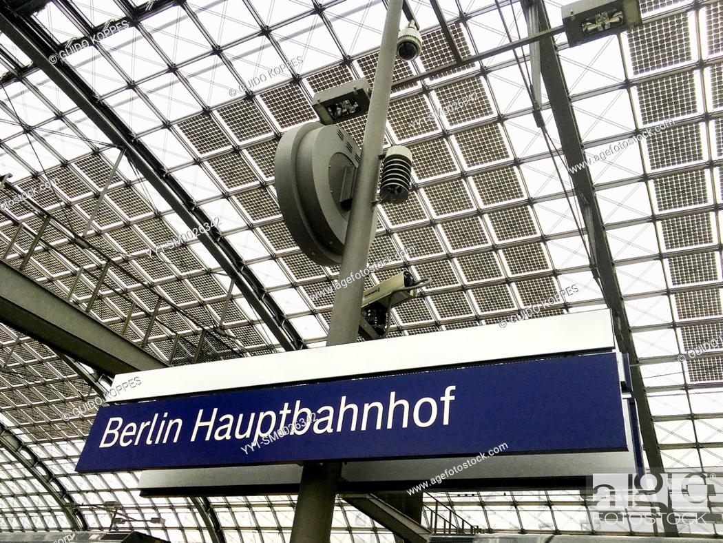 Imagen: Berlin, Germany, Name Sign and Roof with Solar Cell Panels, generating clean and renewable energy at the German Capitol's HaubtBahnHof.