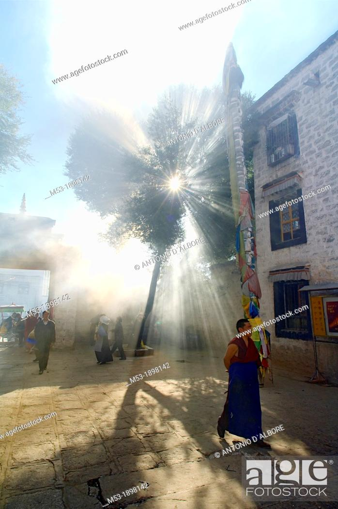 Imagen: A buddhist monk walk in the smoky courtyard of the Ramoche Monastery  lhasa  lhasa prefecture  tibet  china  asia.